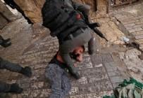 İsrail polisi Mescid-i Aksa'yı işgal ediyor! İşte vahşetin en net görüntüsü...