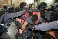 Mescid-i Aksa'ya saldırı! Korkunç görüntüler! 'Neredesin Selahaddin ümmetin şerefi çiğneniyor'