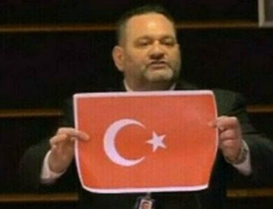 Türk Bayrağı yırtan hadsiz Yunan vekil cezaevi yolunda!