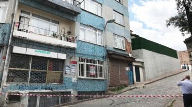Fatih'te hareketli dakikalar: Kolonları çatlayan 5 katlı bina boşaltıldı