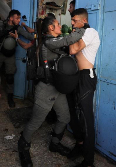 İsrail polisi, Şam Kapısı'nda toplanan Filistinlilere saldırdı