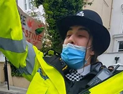 Londra'da 'Özgür Filistin' sloganı atan İngiliz kadın polise soruşturma!