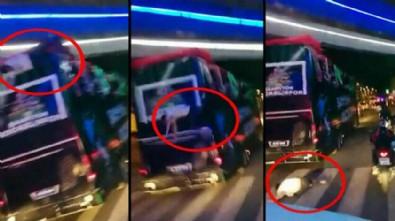 Kocaelispor'un şampiyonluk turunda kaza: İki futbolcu üstü açık otobüsten düştü