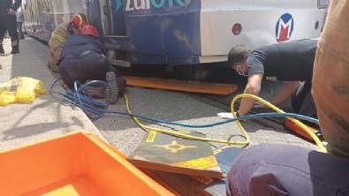 İstanbul'da feci olay! Tramvayın altında kaldı!