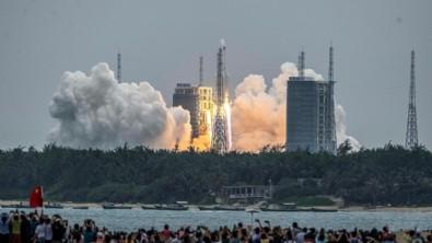 Dünyayı alarma geçiren Çin roketi ilk kez görüntülendi: