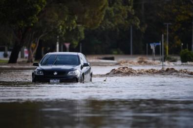 Avustralya'yi Siddetli Rüzgar Ve Sel Vurdu