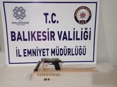 Balikesir'de Polis 12 Aranan Sahsi Gözaltina Aldi