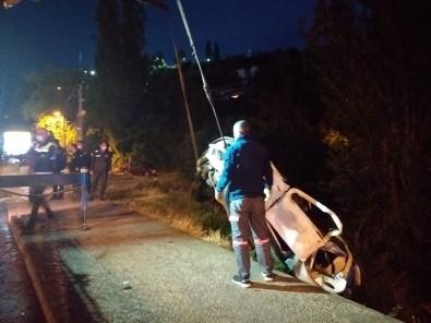 Baskent'te Otomobil Dereye Uçtu Açiklamasi 4 Yarali