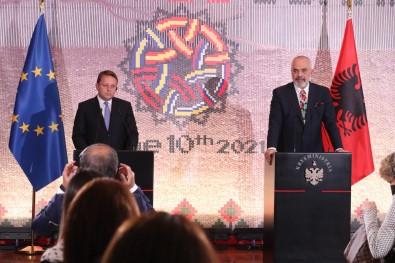 Bati Balkan Ülkelerinin Liderleri Arnavutluk'ta Bir Araya Geldi