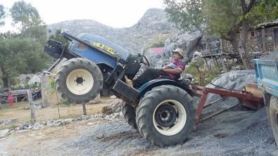 Devrilen Traktörün Sürücüsü Hayatini Kaybetti