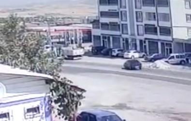 Elazig'da Otomobilin Hurdaya Döndügü Kaza, Kameralara Yansidi