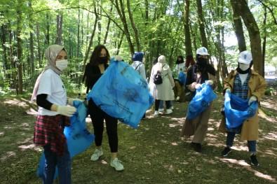 Eyüpsultan'daki Piknik Alanindaki Çöpler  Temizlendi