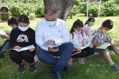 Görele'de Açik Havada Kitap Okuma Etkinligi