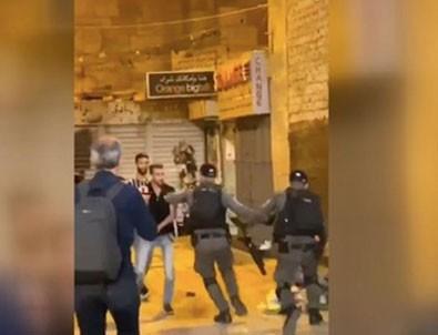 İşgaci terör devleti İsrail, Şam Kapısı'nda namaz kılan Filistinlilere coplarla saldırdı!