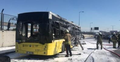 İstanbul'da İETT otobüsü yandı!