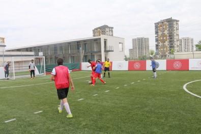 Kabakci. Görme Engelliler Futbol Milli Takiminin Antrenmanini Izledi
