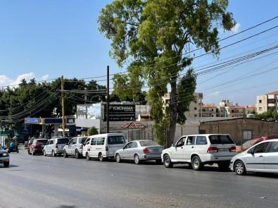 Lübnan'da Benzin Ithal Edilemedi, Benzin Istasyonlarinda Uzun Kuyruklar Olustu