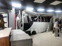 ÖLÜMLÜ - Mobilya Magazasina Dalan Isçi Servisinde Can Pazari Açiklamasi 12 Yarali