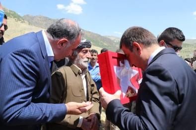 Siirt Valisi Hacibektasoglu, Sehit Güvenlik Korucusu Mehmet Babat'in Ailesine Taziye Ziyaretinde Bulundu