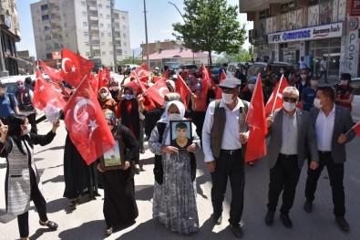 Sirnak'ta Terör Magduru Aileler HDP Il Baskanligi Binasi Önünde Eylem Yapti