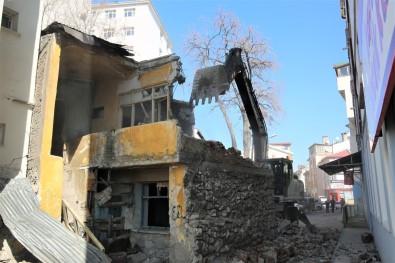Sivas Belediyesi 103 Metruk Binayi Yikti