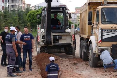 Vefa Küçük Caddesinde Içme Suyu Hatti Yenileniyor