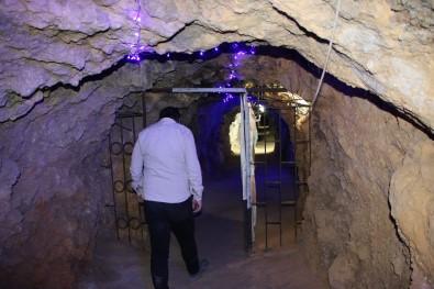 420 Metre Uzunlugundaki Tünel Lokantaya, Yemege Degil, Serinlemeye Geliyorlar