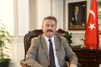Baskan Palancioglu, ERÜ'de Üç Ögretim Üyesini Tebrik Etti