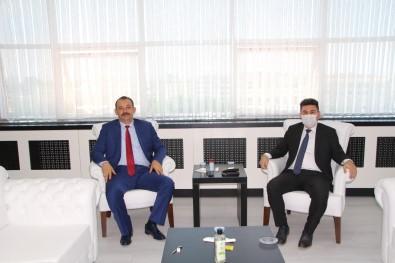 Bassavci Durmus'dan Rektör Karacoskun'a Veda Ziyareti