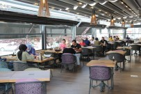 ÇIÇEKLI - Kafe Ve Restoranlara Vatandaslar Yogun Ilgi Gösteriyor