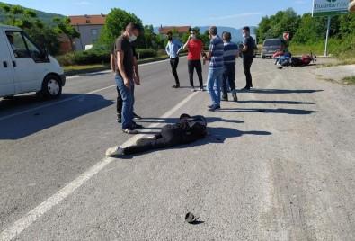 Motosikletiyle Kaza Yapti Açiklamasi 2 Agir Yarali