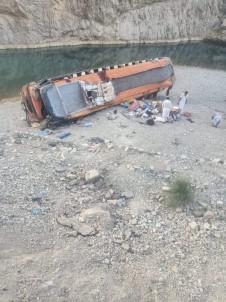 Pakistan'da Otobüs Kazasinda Ölü Sayisi 20'Ye Yükseldi