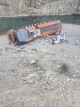 BELUCISTAN - Pakistan'da Otobüs Kazasinda Ölü Sayisi 20'Ye Yükseldi
