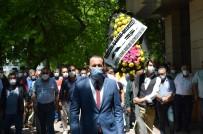 ANONIM - Servisçilerden Eskisehir Büyüksehir Belediyesinin Önüne Siyah Çelenk