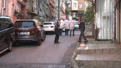 Sisli'de Çocugunu Parka Götürmek Için Sokaga Çikan Baba Silahli Saldirida Öldü