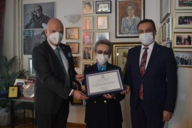 TÜSIAV'dan HASVAK Kurucu Genel Baskani Engin Öztürk'e Sükran Belgesi
