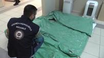 KAÇAK GÖÇMEN - 15 Göçmenin Yakalandigi Operasyonda Ele Geçirilen Tulumlar Sasirtti
