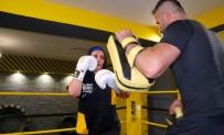 BOKS - 56 Yasindaki Kick Boks Sporcusu Gençlere Tas Çikartiyor
