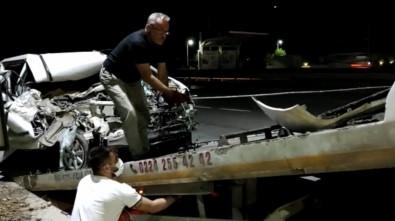 Bursa'da Tira Arkadan Çarpan Sürücü Araç Içinde Sikisarak Can Verdi