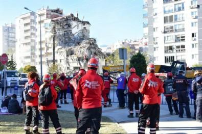 İzmir depreminde 11 kişiye mezar olmuştu: Yıkım adeta 'geliyorum' demiş