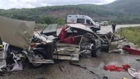 KÜÇÜK ÇOCUK - Piknik Dönüsü Feci Kaza, Otomobil Kagit Gibi Parçalandi Açiklamasi 1 Ölü, 2 Yarali