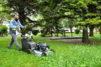 ZINCIRLIKUYU - Tepebasi Parklarinda Çim Biçme Çalismasi Sürüyor