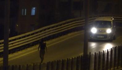 Üst Geçide Çikan Genç Kiz, Bekçileri Görünce Caddeye Firladi