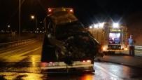 TRAFİK POLİSİ - Alkollü Gecenin Sonu Kazayla Bitti Açiklamasi 1'I Agir 3 Yarali