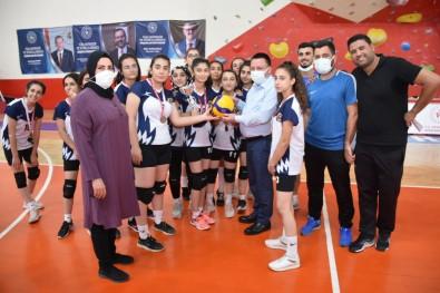 Baglar Belediyespor Kadin Voleybol Takimi 2. Lig Yolunda