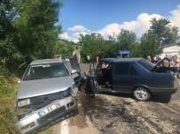 Bartin'da Iki Otomobil Çarpisti Açiklamasi 2 Yarali