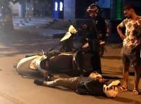 Bombos Yolda Iki Motosikletli Kurye Kaza Yapti, Biri Yaralandi