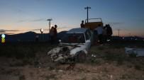 Nigde'de Iki Otomobil Çarpisti Açiklamasi 4 Yarali