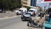 VOLKSWAGEN - Otomobil Park Halindeki Minibüse Çarpti Açiklamasi 3 Yarali