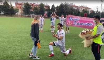 Yesil Sahada Evlilik Teklifi